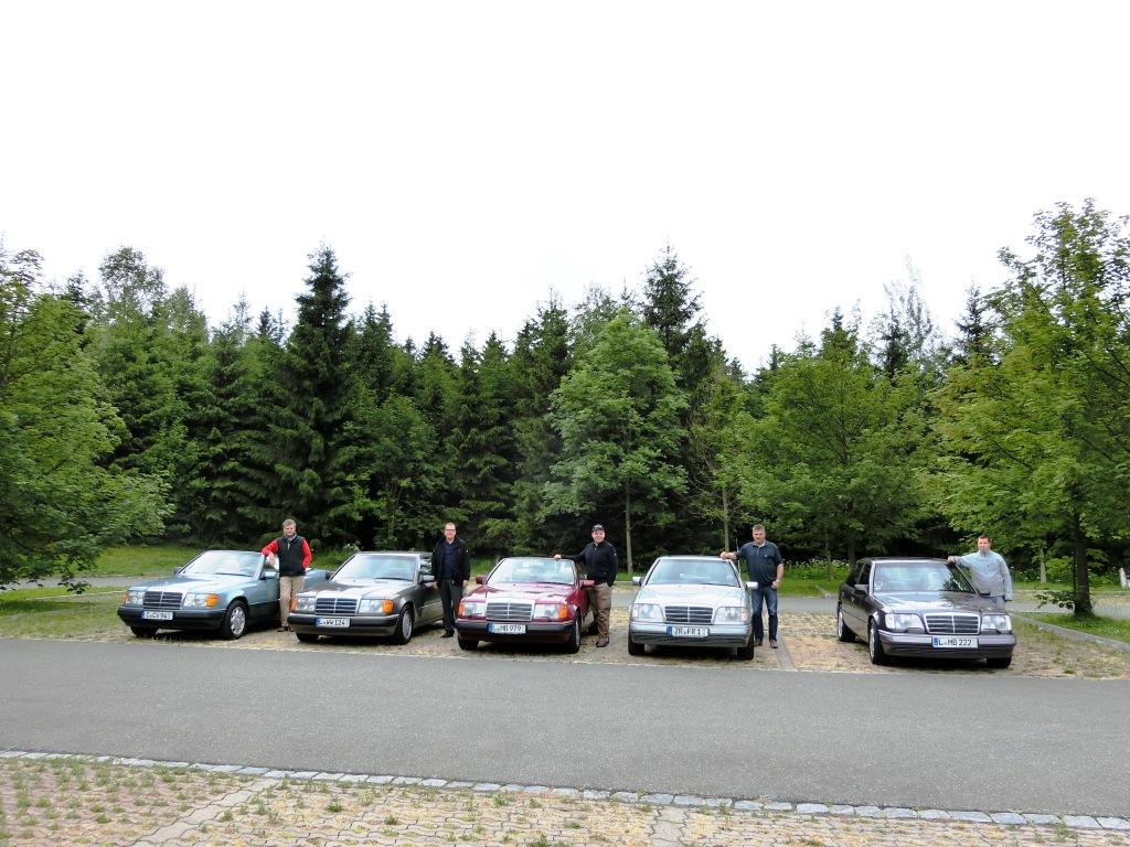 2_W124_und Fahrer_im_Gruenen - komp